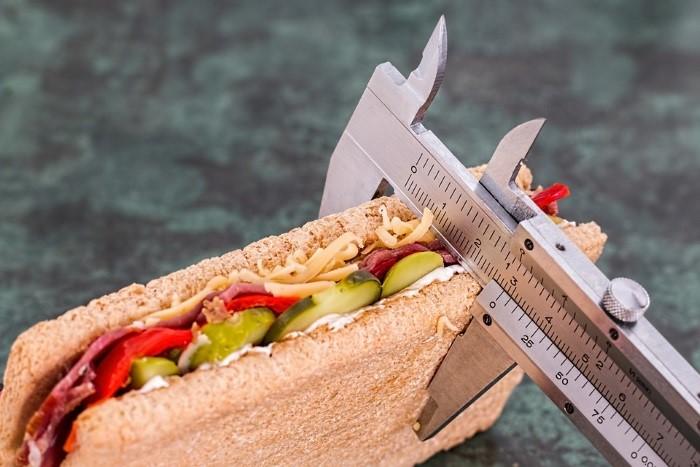 o que deve conter as informações nutricionais do produto alimentício
