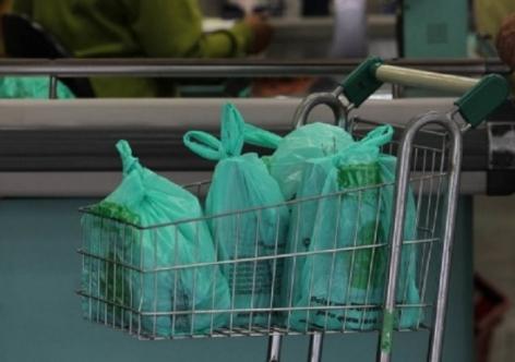 Os supermercados podem cobrar sacolinhas. Entenda tudo sobre a lei