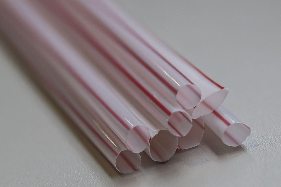 Entenda a proibição do canudo plástico
