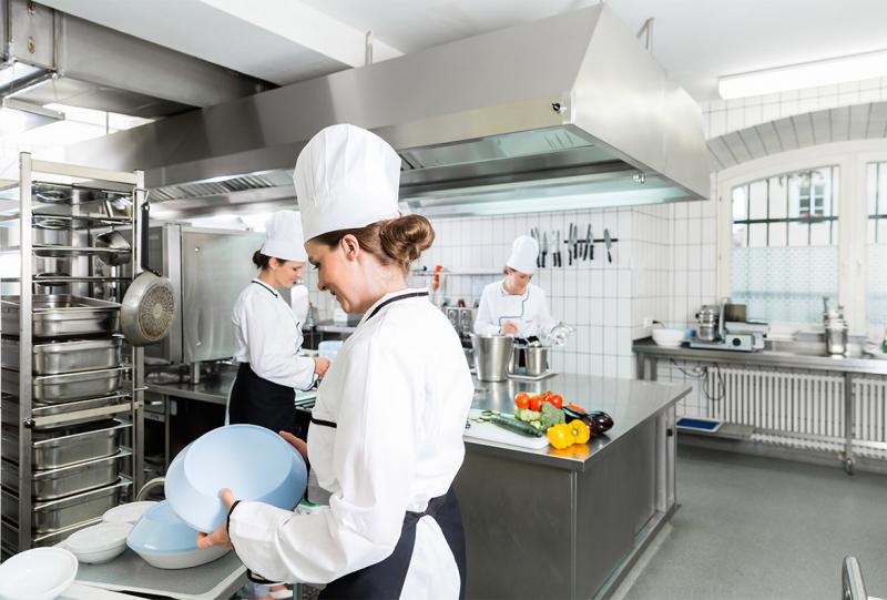 Saiba como lidar com funcionários difíceis em uma cozinha industrial