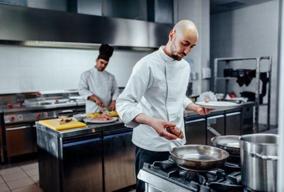 De uma forma geral, um layout pode melhorar a produção na cozinha porque